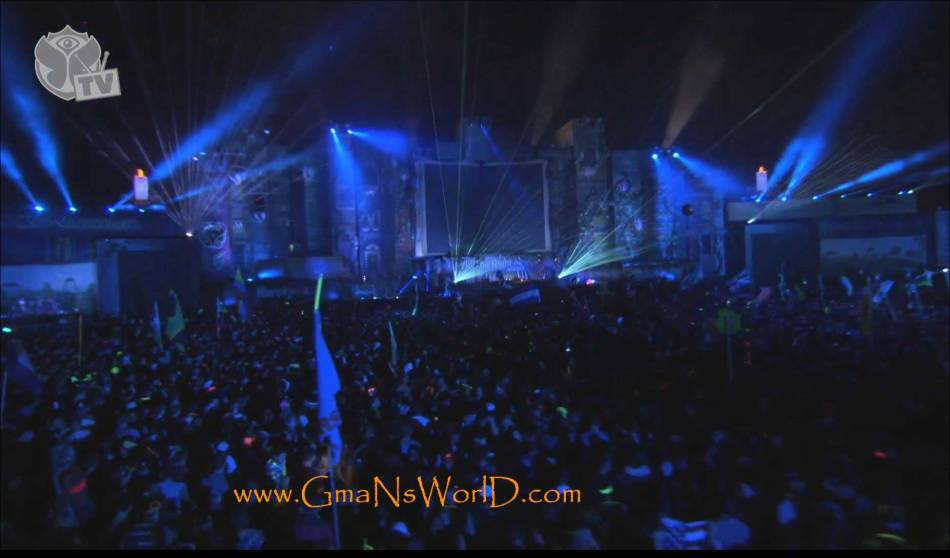 Live at TomorrowWorld 2013 - Crowd Bouncin -TomorrowWorld -1 @GmaNsWorld.com