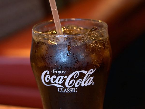 10 Things You Can Do With Coca-Cola - GmaNsWorlD.com